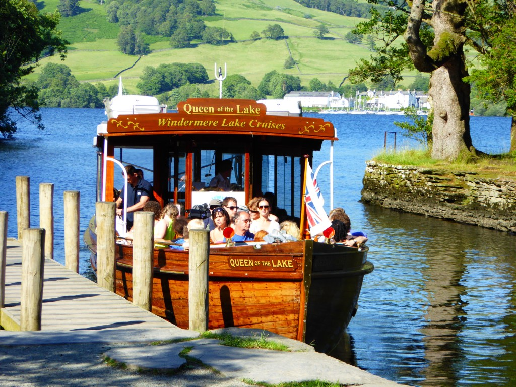 UK Family friendly attractions handpicked by local mums - Lake boat cruise