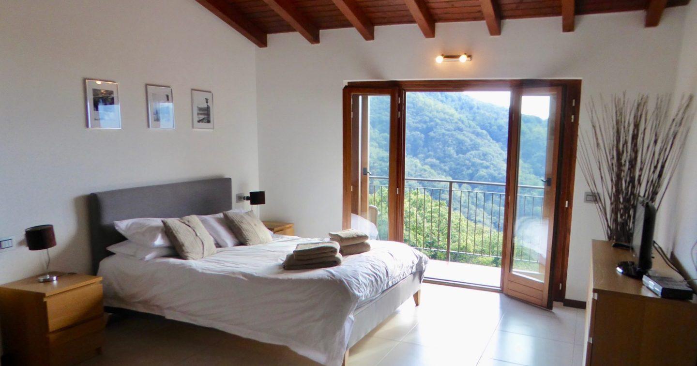 Master suite - Luxury Italian Lakes family villa